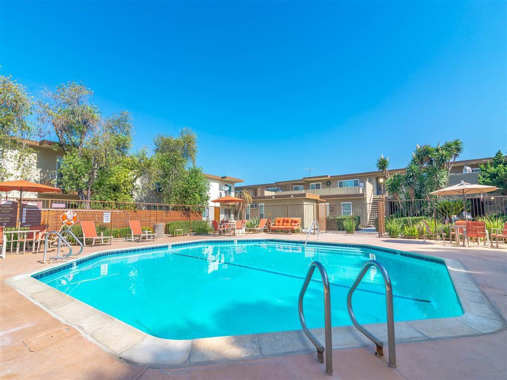Apartments Near Biola Citrus Court for Biola University Students in La Mirada, CA