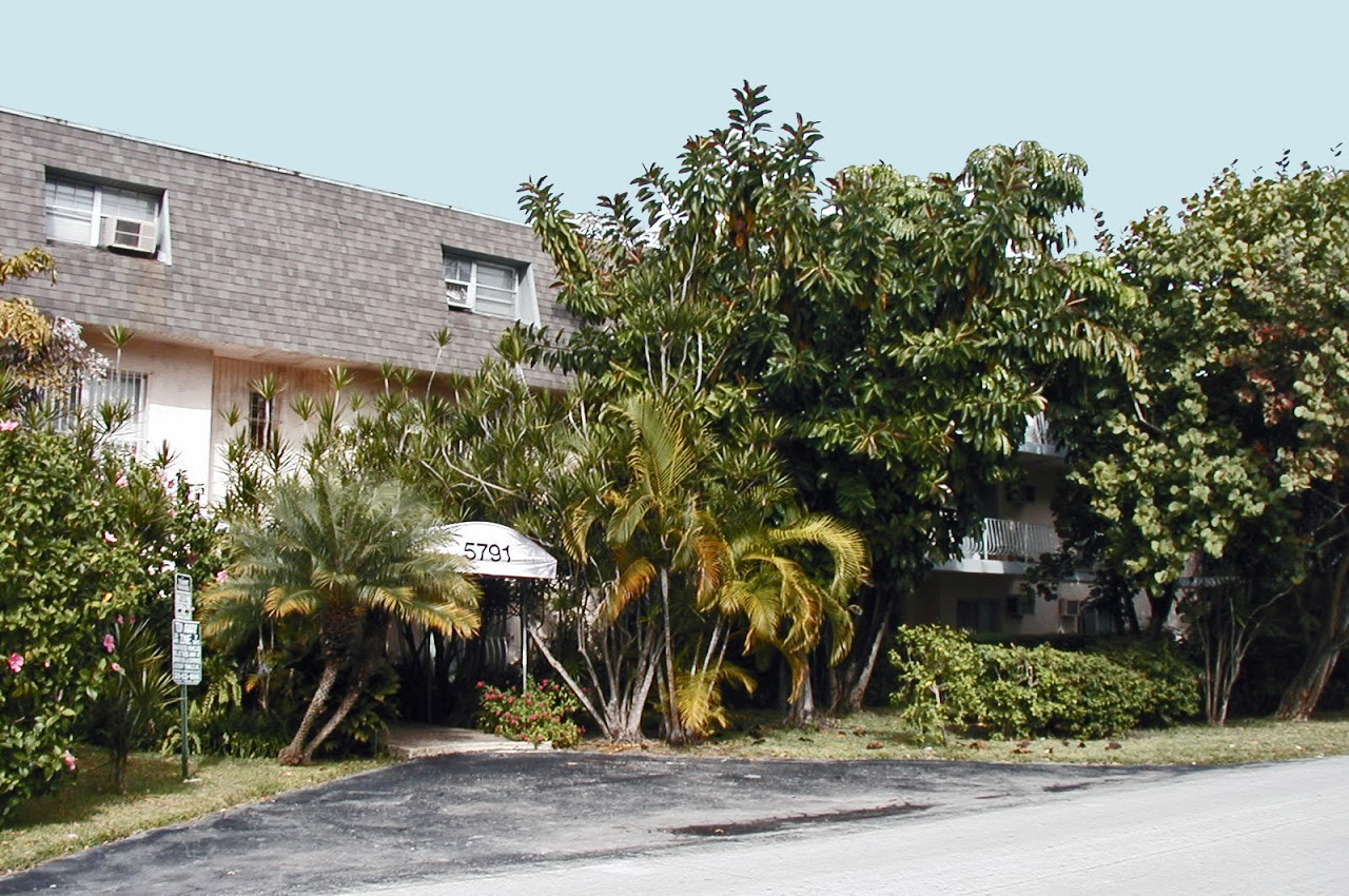 Palm Plaza Apartments