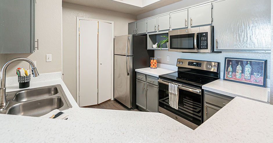 Apartments Near UT Arlington Elmsgate at Cliffside Apartments for University of Texas at Arlington Students in Arlington, TX