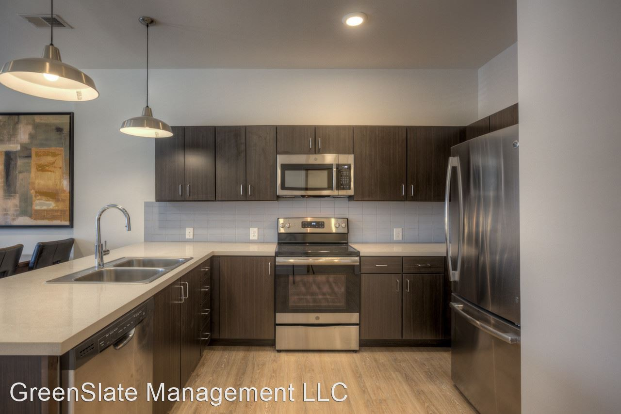 Apartments Near Creighton 3820 Harney Street for Creighton University Students in Omaha, NE