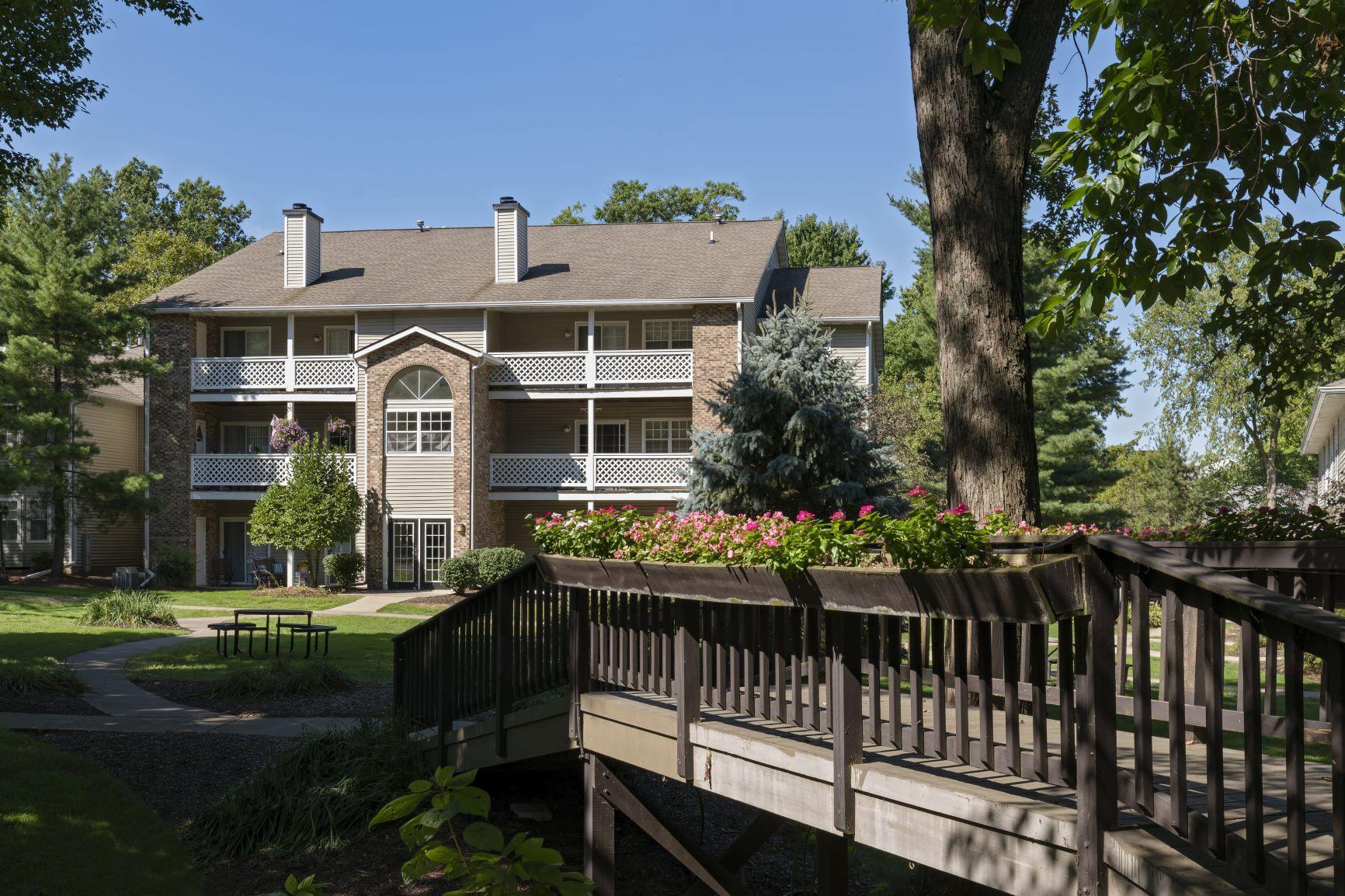 Apartments Near Baldwin-Wallace Sturbridge Square Apartments for Baldwin-Wallace College Students in Berea, OH