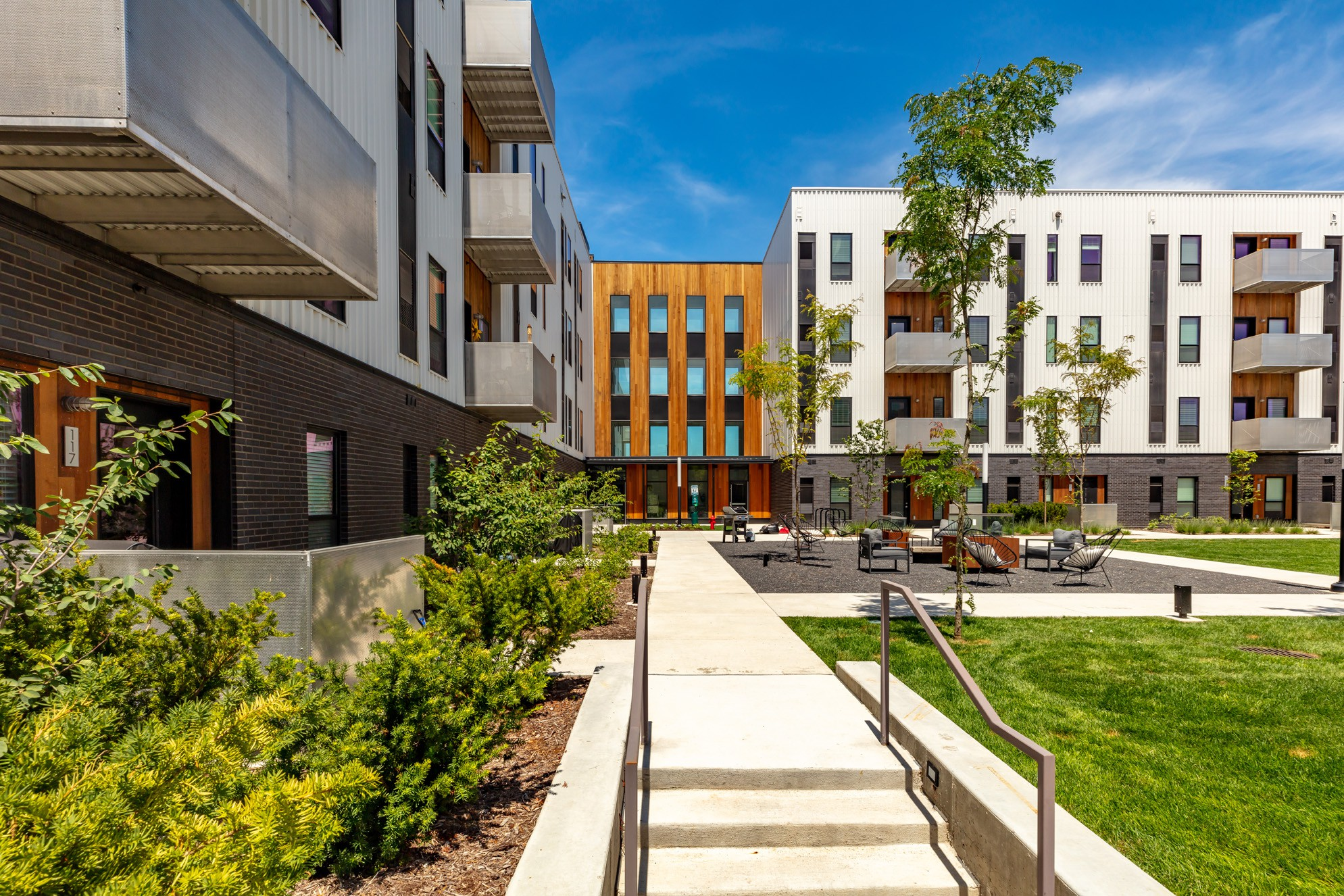 Apartments Near American College of Hairstyling-Des Moines Rowat Lofts for American College of Hairstyling-Des Moines Students in Des Moines, IA