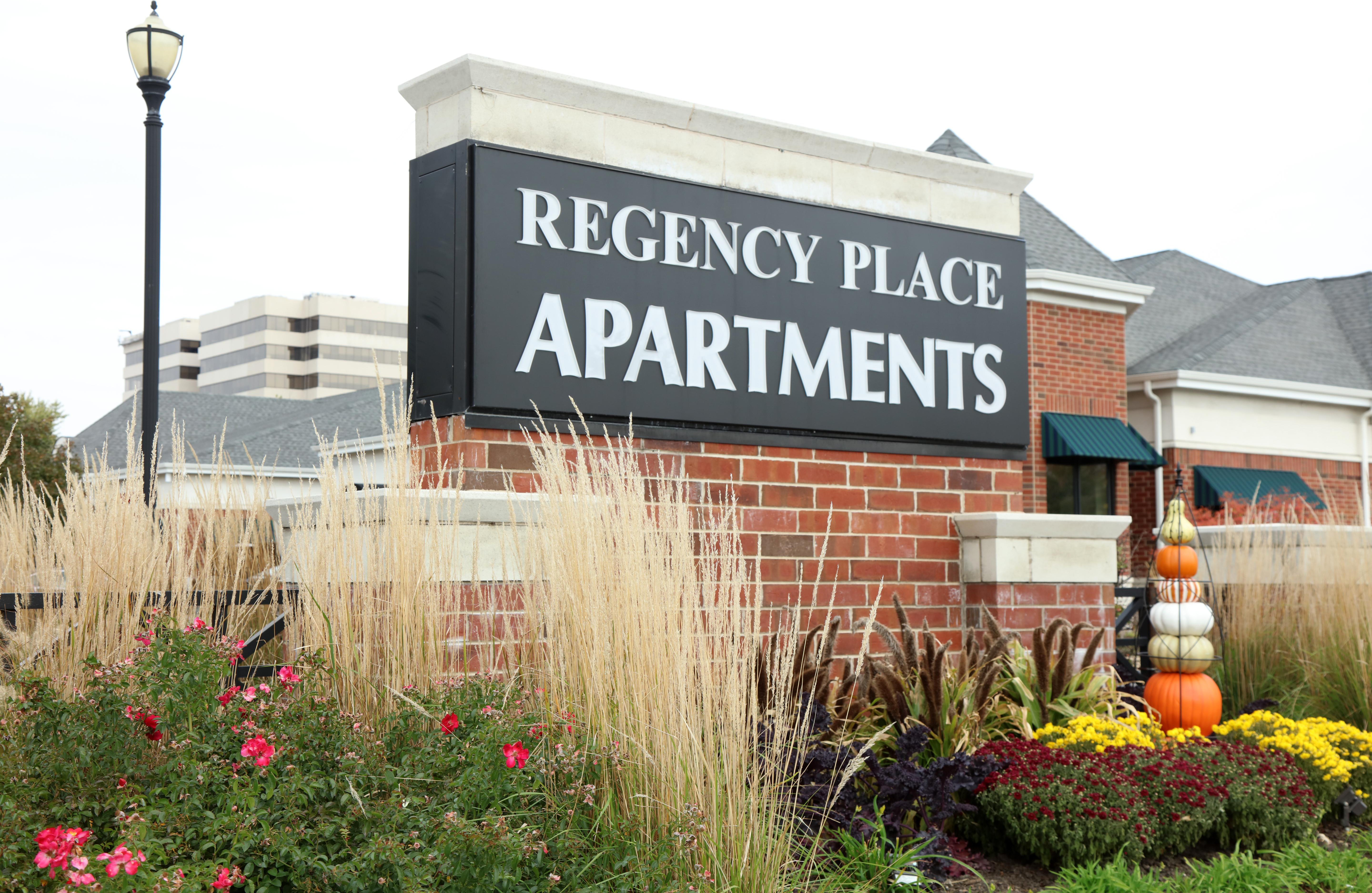 Apartments Near MWU Regency Place for Midwestern University Students in Downers Grove, IL