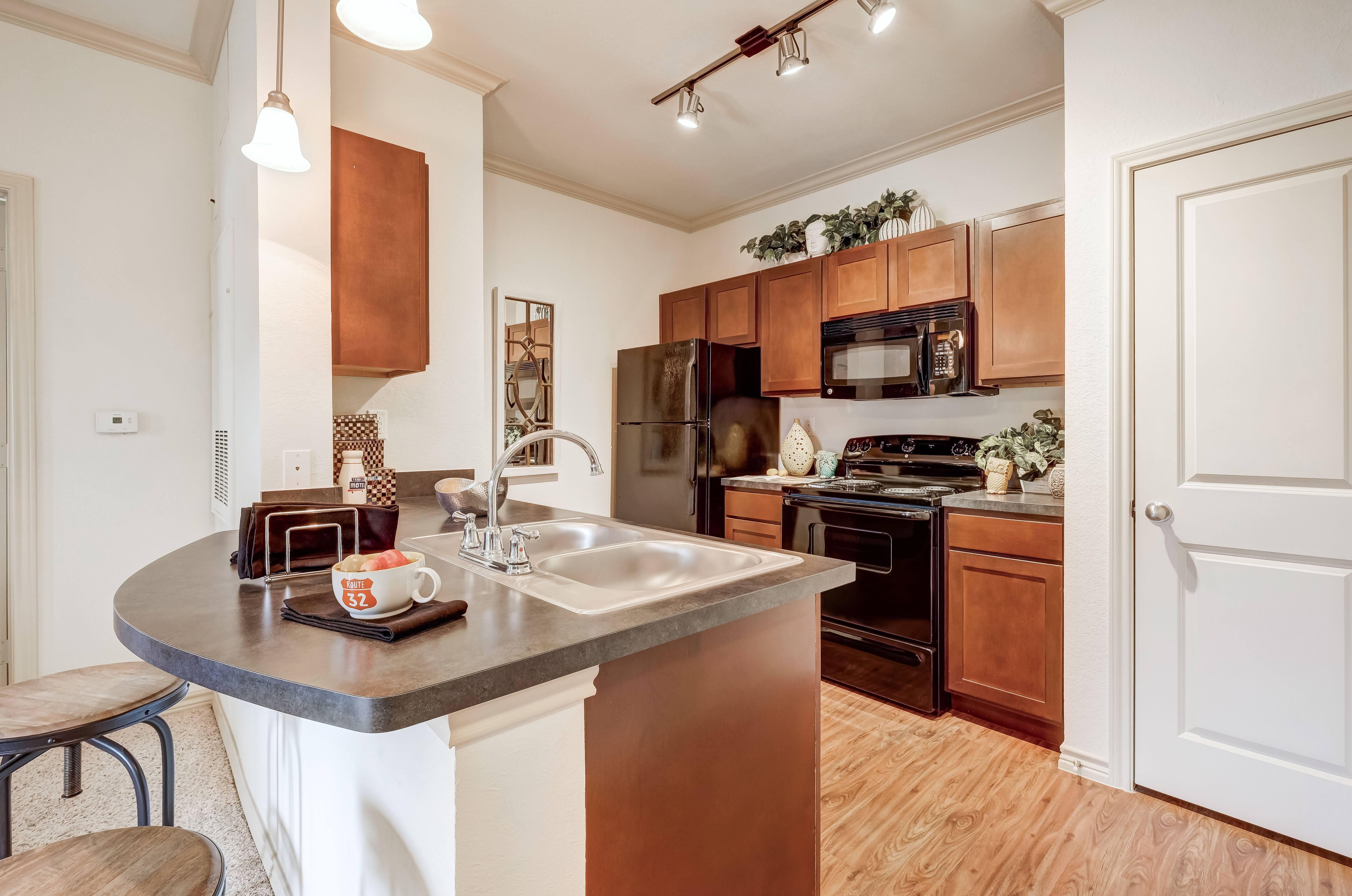 Apartments Near UTSA Sevona Westover Hills for University of Texas at San Antonio Students in San Antonio, TX