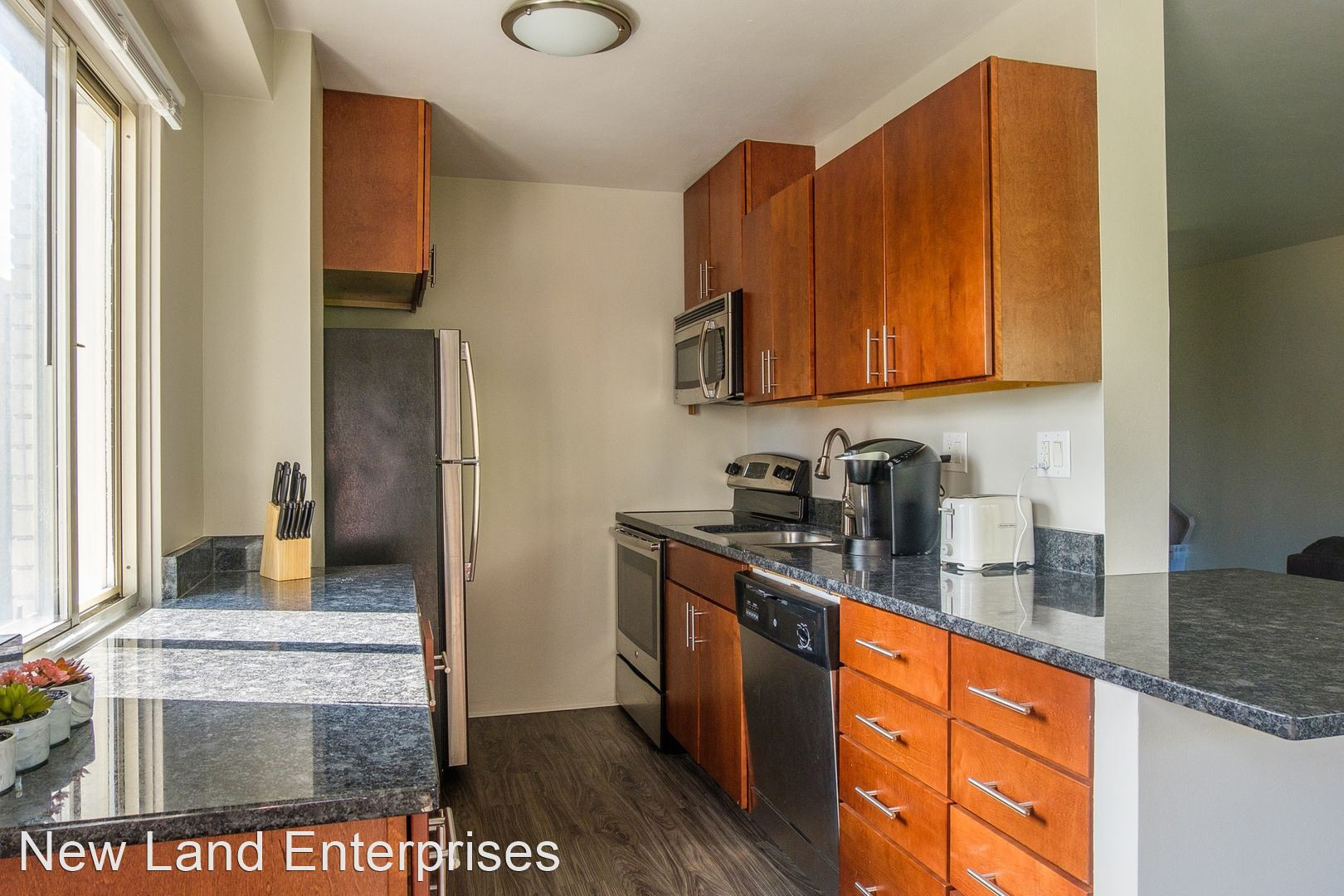 Apartments Near Bryant & Stratton Coronet for Bryant & Stratton College Students in Milwaukee, WI