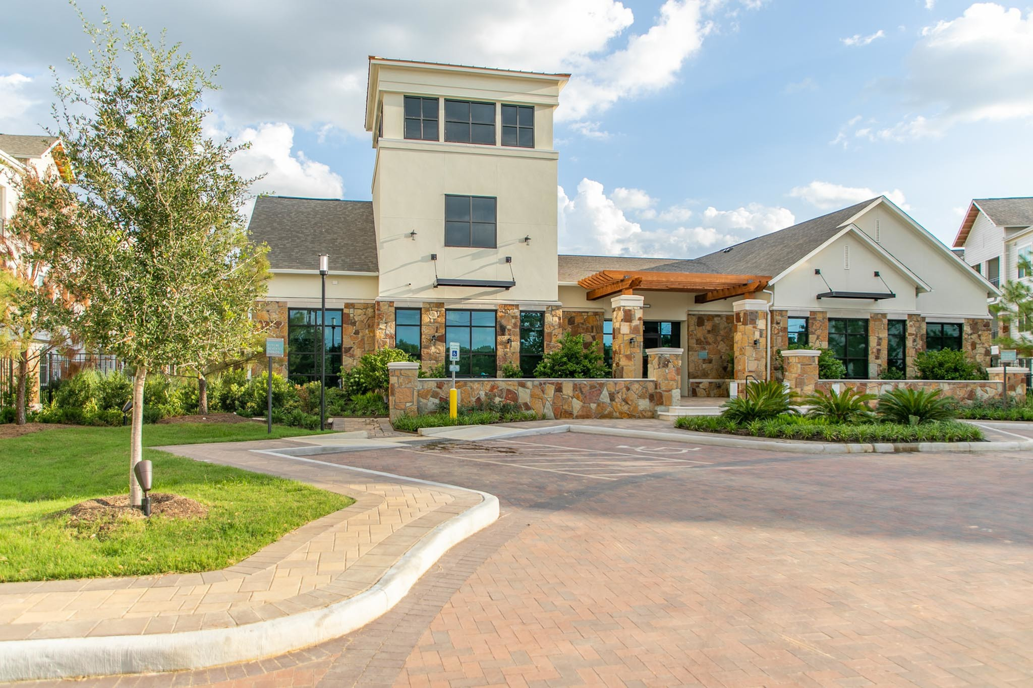 Apartments Near NHMCC Stone Loch for North Harris Montgomery Community College Students in The Woodlands, TX