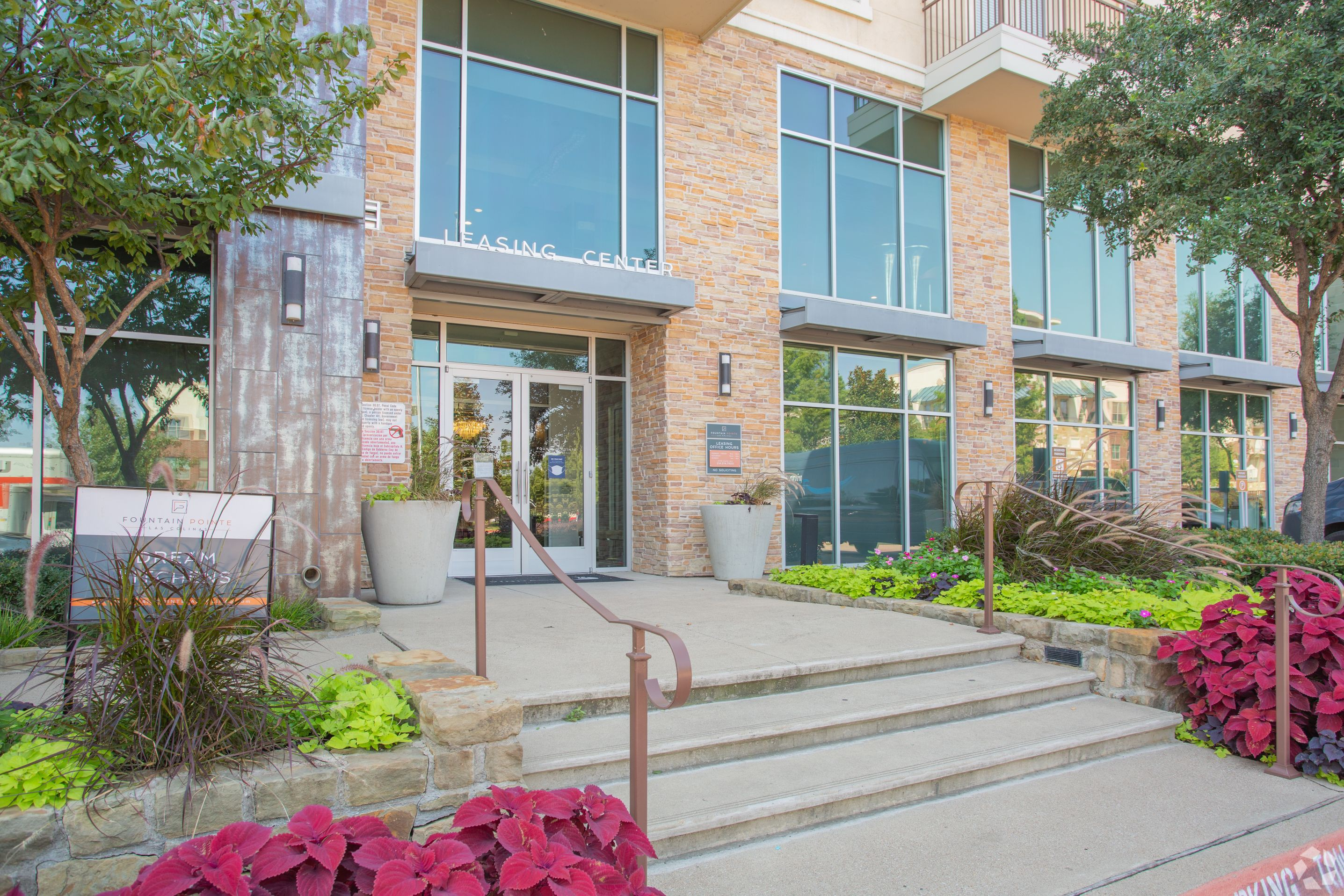 Apartments Near Parker Fountain Pointe Las Colinas for Parker College of Chiropractic Students in Dallas, TX