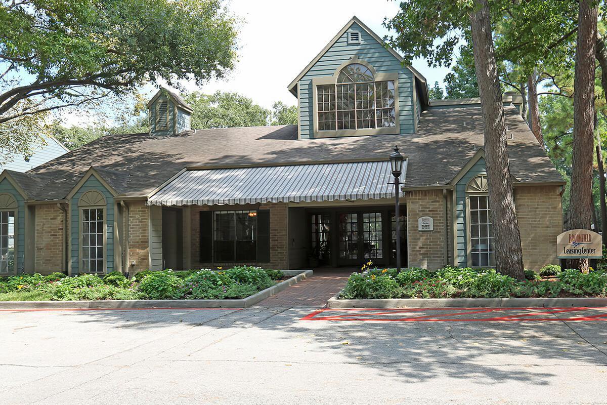 Apartments Near School of Automotive Machinists Brookfield for School of Automotive Machinists Students in Houston, TX