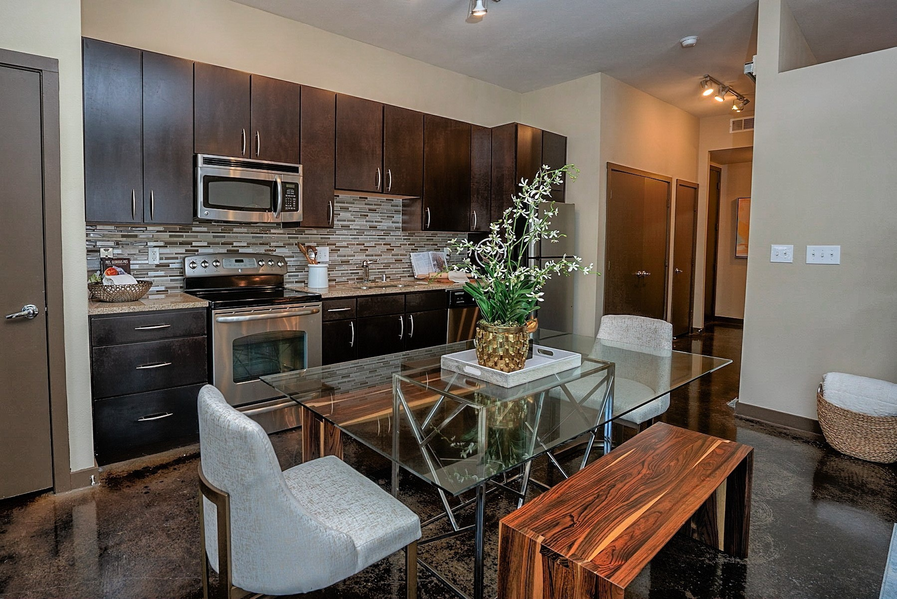 Apartments Near SMU The Henderson for Southern Methodist University Students in Dallas, TX