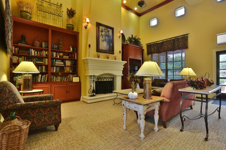 Apartments Near Southwestern Cypress Creek at Lakeline Boulevard for Southwestern University Students in Georgetown, TX