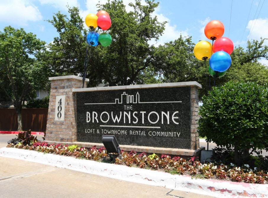 Apartments Near UT Arlington The Brownstone Townhomes for University of Texas at Arlington Students in Arlington, TX