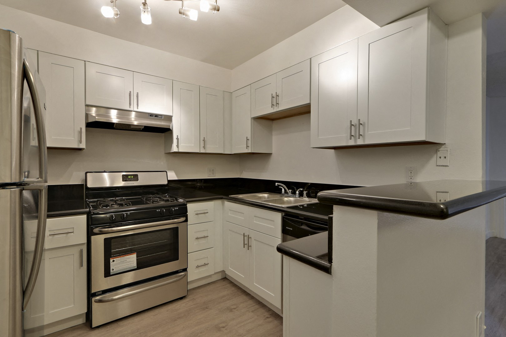 Beverlywood Luxury Apartments for rent