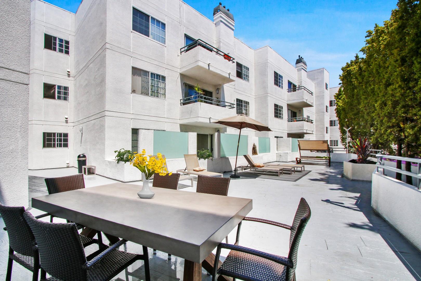Beverlywood Luxury Apartments photo
