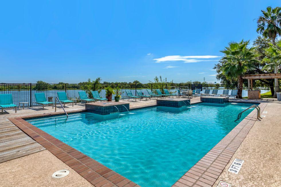Hidden Lake Apartment Homes (Houston) rental
