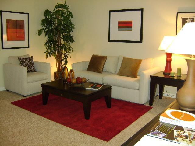 Hillside Courtyard rental