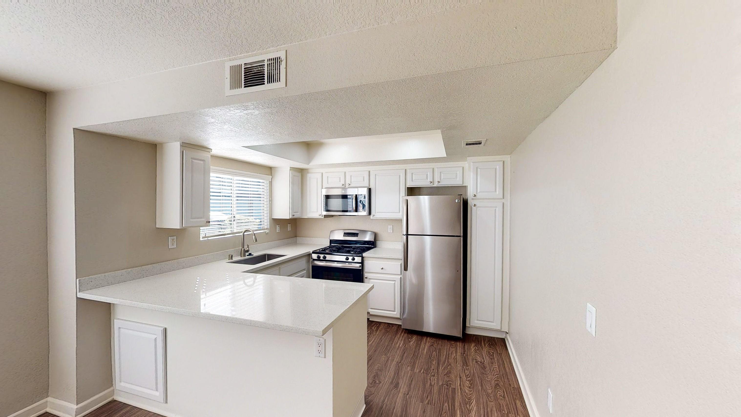 Apartments Near CCCD The Cascades for Coast Community College District Students in Coasta Mesa, CA