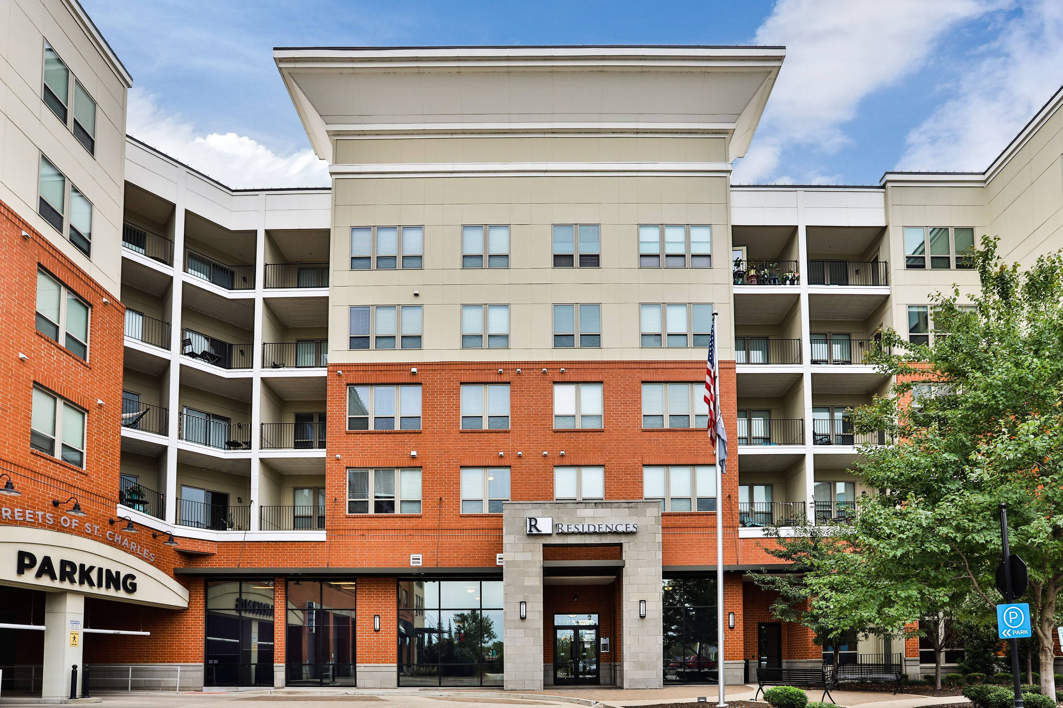 Apartments Near Lindenwood Residences at The Streets of St. Charles for Lindenwood University Students in Saint Charles, MO