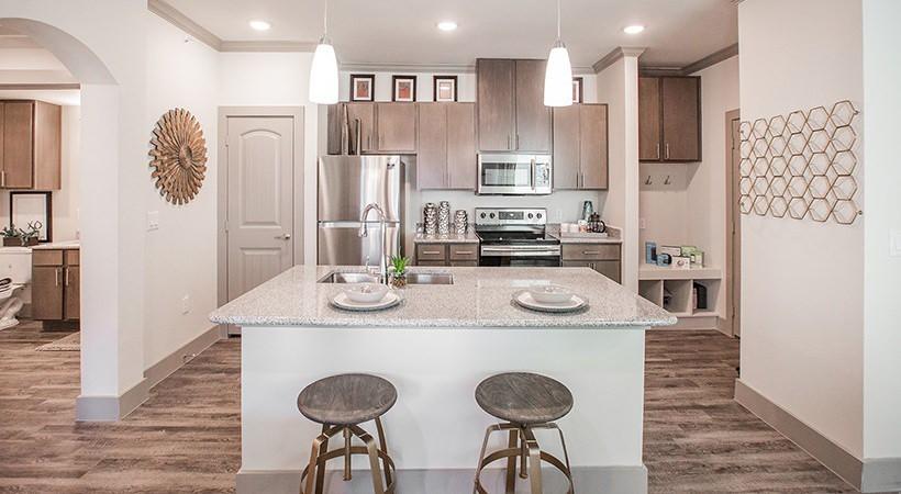 Apartments Near UT Austin Flats at Shadowglen for University of Texas - Austin Students in Austin, TX