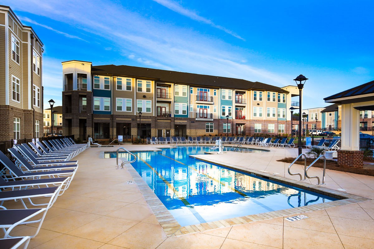 Apartments Near UNC Charlotte Holly Crest for University of North Carolina at Charlotte Students in Charlotte, NC