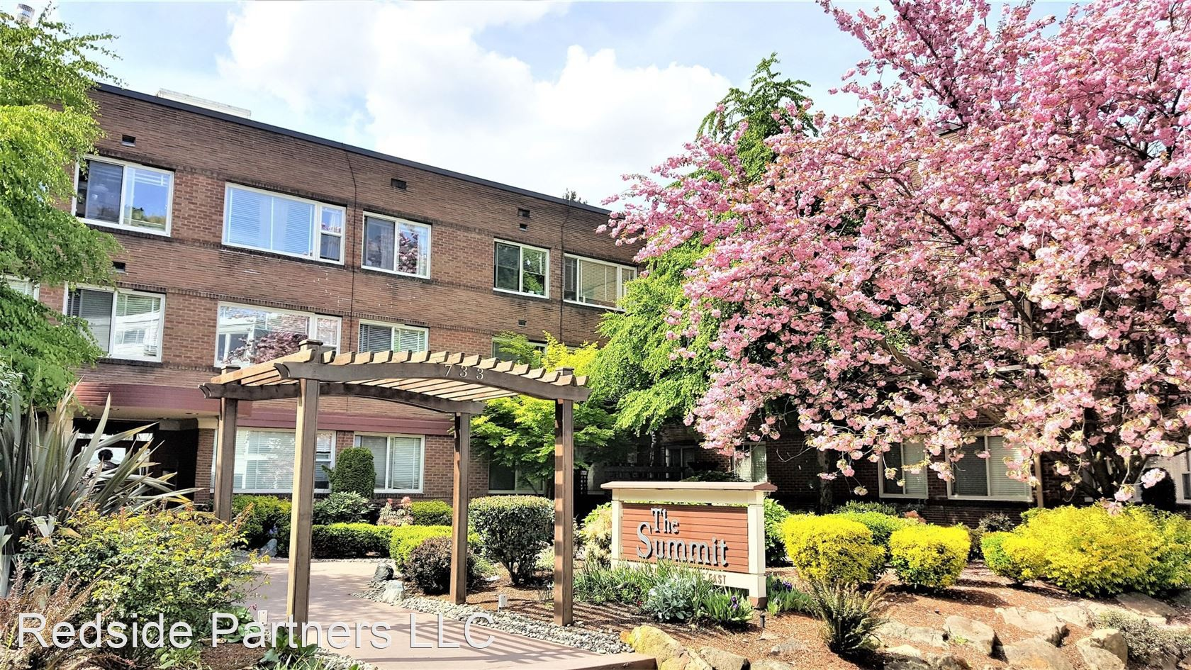 Apartments Near UW 733 Summit Ave E for University of Washington Students in Seattle, WA