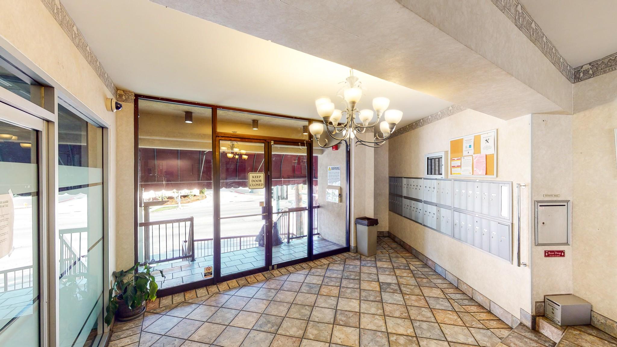 Los Feliz Summit Apartments