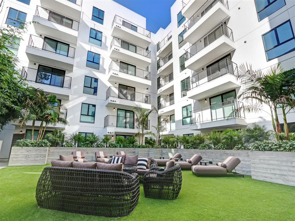 Apartments Near Los Angeles ZEN Hollywood for Los Angeles Students in Los Angeles, CA