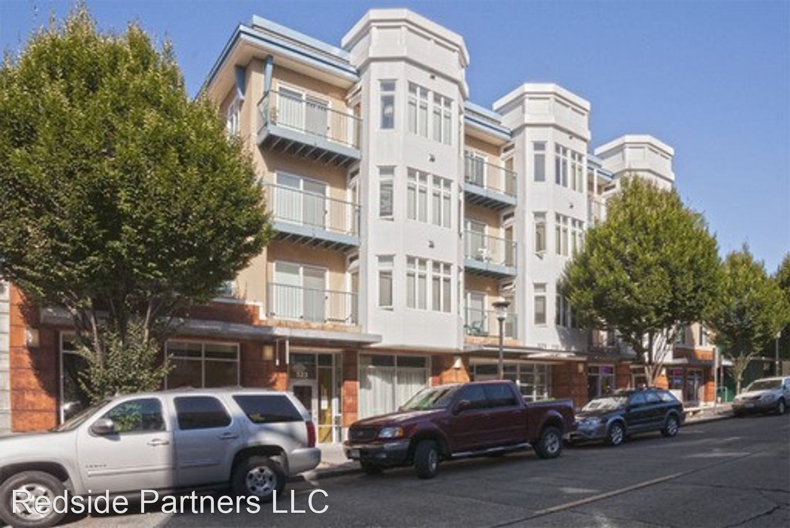 Apartments Near UW 525 1st Ave West for University of Washington Students in Seattle, WA