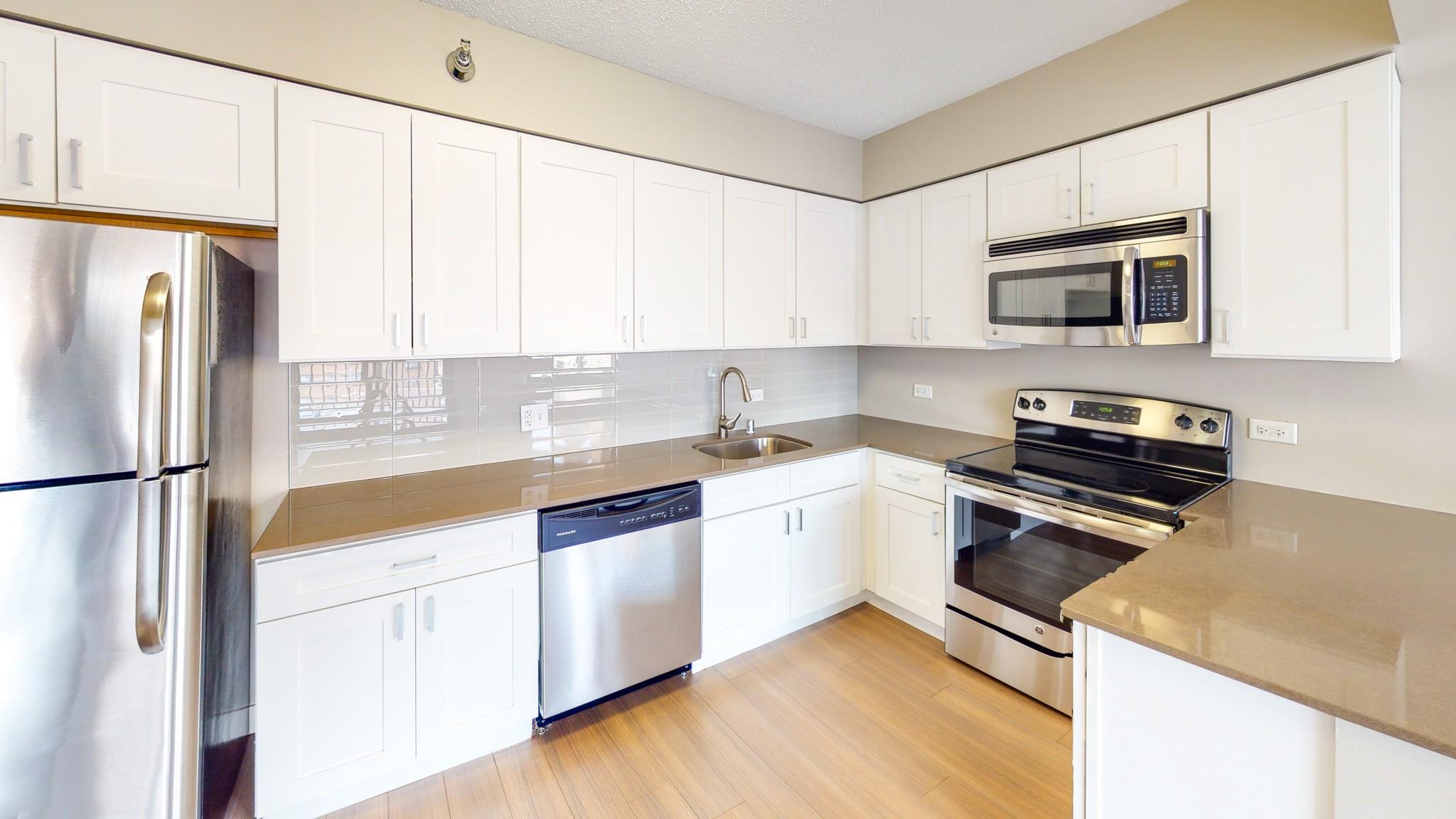 2555 N Clark Apartments