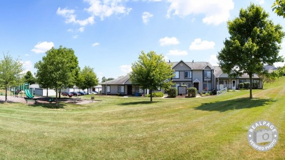1513 Hidden Creek Cir Dr Ne Grand Rapids Mi 49505 3 Bedroom Apartment For Rent Padmapper