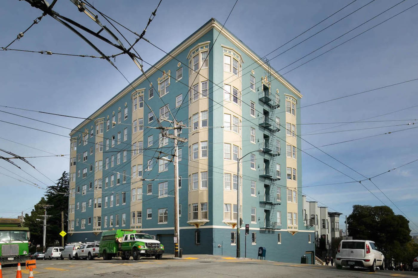 300 BUCHANAN Apartments